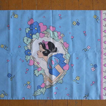 FREE SHIPPING -  Disney Snow White Pillow Case/Vintage Disney/Vintage Pillow Case/Snow White and the Seven Dwarfs