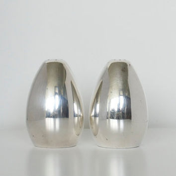 Salt and pepper shakers Mid century modern by SCAVENGENIUS on Etsy