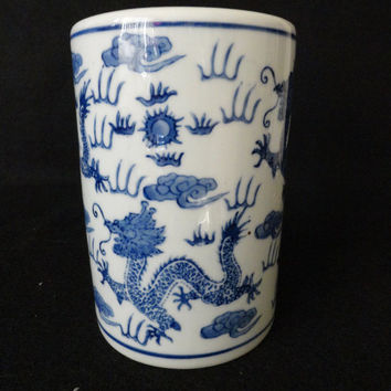 Vintage Chinese Blue White Vase with Dragons // Chinese Porcelain // Chinese Blue White Vase / Vintage / Chinese / Vintage Chinese Ceramic