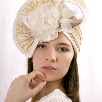 Elegant Cream Wedding headband fascinator hat, Ivory Melbourne Cup Royal Ascot and Kentucky derby hat, Bridal Hat, Haute Couture headpiece