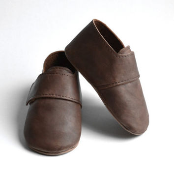 Brown baby leather shoes / Baby boy girl soft sole booties / Unisex baby winter crib shoes / Wool lined baby slippers / Baby gift