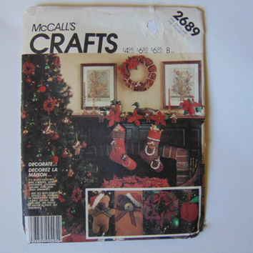 McCall's Crafts Sewing Pattern 2689 Bear Christmas Package Ornaments Stocking Wreath