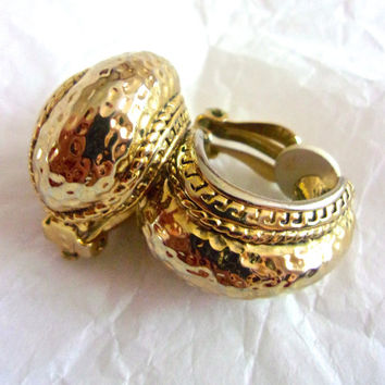 Oscar DE LA RENTA Hammered Gold Tone Earrings, Etruscan, Clip On Semi Hoop, Vintage