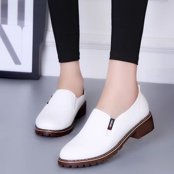 Women Flat Shoes 2018 New Style Round Toe Oxford Shoes Woman Breathable PU Women Bullock Shoes Black White Red