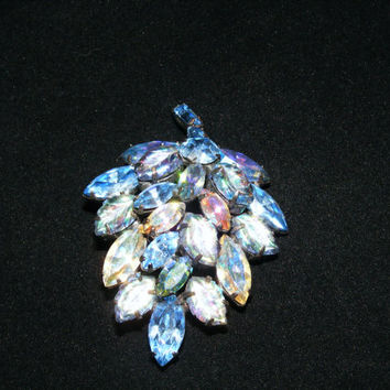 20% OFF Regency Rhinestone and Carved Lucite Brooch