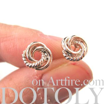 Small Three Connected Round Rope Link Knot Stud Earrings in Light Gold