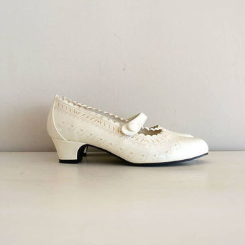 vintage 1960s shoes  60s mary jane heels / by shopREiNViNTAGE
