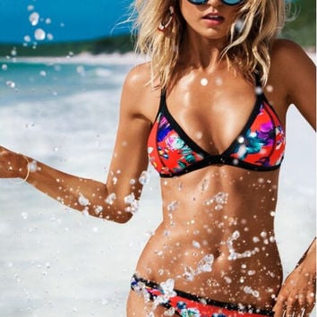Sexy printed triangle bikini swimsuit A368541