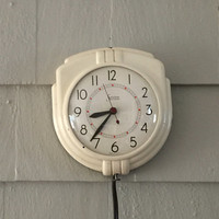 Vintage Sessions Wall Clock, White Kitchen Clock, Rewired, Self Starting, Made in the USA, Art Deco Styling