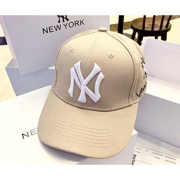 MLB 2019 new men and women models embroidered bee letters wild casual baseball cap Khaki