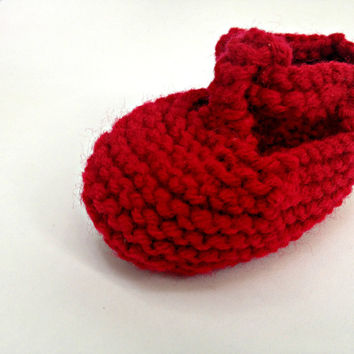 Red baby shoes, red infant shoes, knit baby booties, newborn girl shoes, newborn girl booties, newborn boy booties, newborn boy shoes,