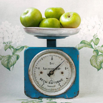 Soviet Kitchen Scales / Rustic Blue Vintage 5 Kilo Kitchen Table Top Scales with a Removable Bowl Dish, Circa 1960's / USSR Retro