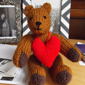 Brown bear with red heart - knit toy - gift/Christmas/wedding/anniversary/engagement/birthday/Valentine
