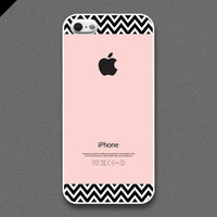 iPhone 5 Case - Chevron pattern on pink color, iPhone Case, iPhone 5 Case, Cases for iPhone 5, Hard iPhone 5 Case