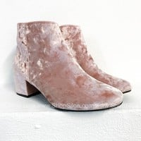 Crush Velvet Booties | Pink