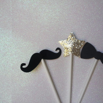 New Year's Eve party decorations : cupcake toppers by the dozen. Glitter stars, mustaches, and bow ties!
