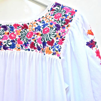 Vintage mexican embroidered dress, Oaxaca traditional clothing,  Mexican dresses embroidered, Vintage mexican wedding dress, Dresses Oaxaca