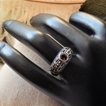 Sterling Silver Garnet Hematite Marcasite Band Ring Size 7.25