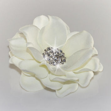 Wedding Hairpiece, Bridal Accessory, Light Cream / Off white flower with rhinestone centerpiece hair clip / brooch / shoe clips