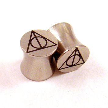 "Sign of the Deathly Hallows Steel Plugs - Double Flared - 2g 0g 00g 7/16"" (11 mm) 1/2"" (13mm) 9/16"" (14mm) 5/8"" (16mm) Metal Ear Gauges"