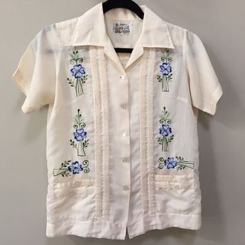 Boys Mexican Shirt, Short Sleeve Button Down, Embroidered Blue Flowers, Cream Ivory, Pleated Details, Front Pockets, Vintage Mexico, Youth L