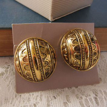 """Avon Gold Tone """"Moroccan"""" Exotic Round Bauble Clip On Earrings"""