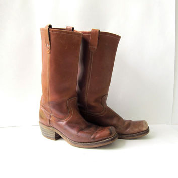 Vintage 1970s LEVIS leather boots. Mens cowboy boots. Tall leather boots. Brown leather boots. Western boots.