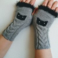 Cat gloves Cable knit Gray Fingerless Gloves with Black eyelash fur trim  Winter Gloves Gloves For Her Valentines Day Gift  cat mittens