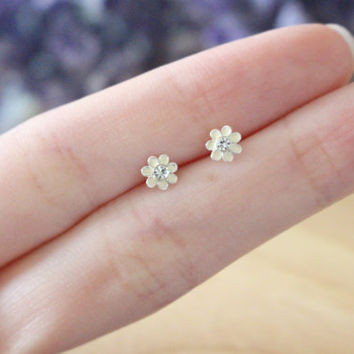 Flower Ear Studs, Daisy Ear Studs, Flower Earrings, Flower Studs, Silver Flower Studs, Tiny Flower Studs, Cartilage Earring