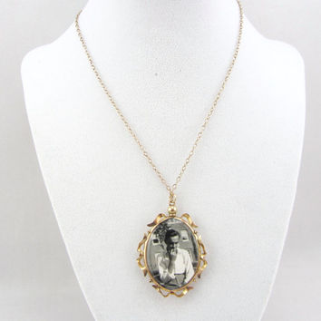 Art Deco 9K Rose Gold Double Sided Photo Pendant Necklace Antique 1920s Two Sided Glass Photographic Pendant Fine Jewelry