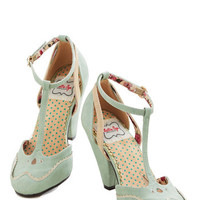 Vintage Inspired Classic Confection Heel in Spearmint
