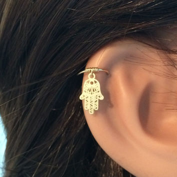 Hamsa cartilage earring, gold cartilage hoop, tiny cartilage ring, hamsa earring, small cartilage earring, cartilage piercing, hamsa hoop