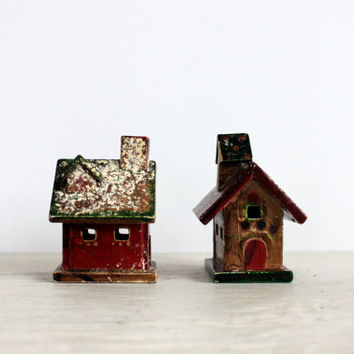 small vintage wooden Christmas houses // country Christmmas // Christmas decoration // rustic holiday village