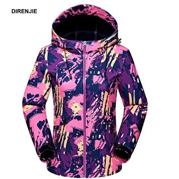 DIRENJIE 2018 Woman New Winter Waterproof Softshell Fleece Warm Comouflage Jackets Women Camping Hunting Hiking Outdoor Skiing