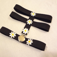 The Daisy Chain Garter Set