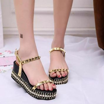 2017 Summer Women's Sandals Fashion Metal Rivet Flat Platform Sandals Gold Silver Gladiator Sandals Wedge Sandalias