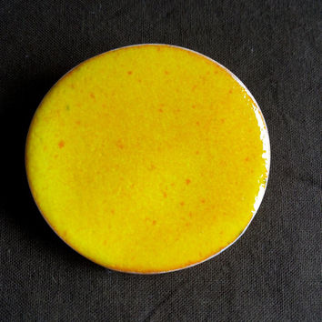 Brooch/Pin- Ceramic round orange brooch- Jewelry- Fashion Accessories- Lapel brooch. Unisex glamorous pin.