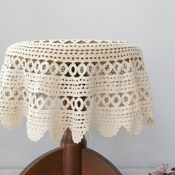 Vintage granny round Crochet Tablecloth, Off White hand crochet Side Table cover, Romantic French country Shabby Cottage chic, Wedding decor