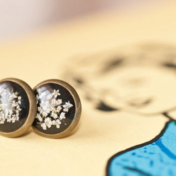 Bronze earrings studs pressed Queen anne's flowers, filled with resin jewelry.