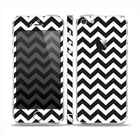 The Black and White Zigzag Chevron Pattern Skin Set for the Apple iPhone 5