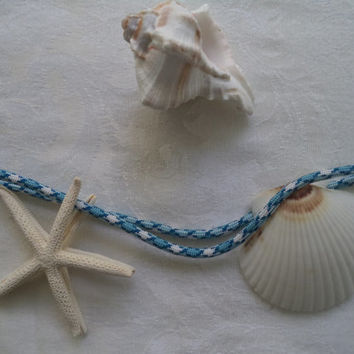 Nautical Garland - White & Navy You can quickly decorate any table, shelf, etc. with this easy simple garland for a beachy look.