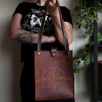 MInimalist Leather tote bag⎜Cross body bag⎜Boho tote⎜Sri Yantra bag⎜Raw brown leather bag⎜Sacred geometry⎜Tribal boho bag
