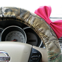 The Original Mossy Oak Camouflage Steering Wheel Cover with Matching Bright Brink Pink Bow