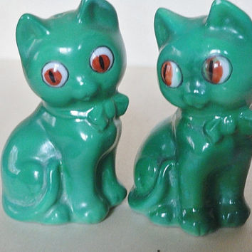 Vintage Kitten Salt and Pepper Shakers, Collectible Kitchen Decor