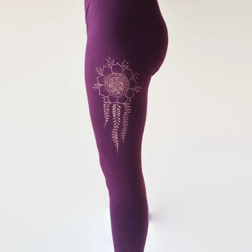 ON SALE Yoga pants. Henna detail leggings. Yoga leggings. Boho leggings. Workout wear. Hand painted clothes.