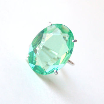 Vintage Green Glass Ring by proteales on Etsy