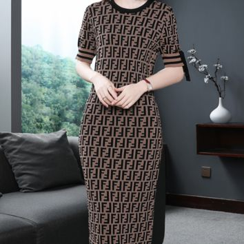 Fendi 2018 autumn and winter new women's temperament short-sleeved slim slimming letter printed knit dress