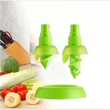 2Pcs/set Lemon Sprayer Fruit Juice Citrus Lime Juicer Spritzer Kitchen Gadget