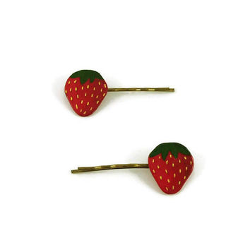 Set of 2 strawberries hair clips, gourmand fancy hair pins, plastic fruits hair clips (recycled CD), red and green hair pins