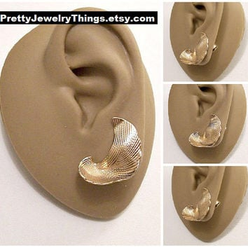 Avon Floating Leaf Clip On Earrings Gold Tone Vintage Scallop Edges Imprinted Swirl Accent Lines